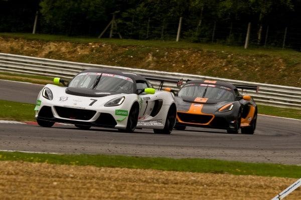 Walker puts the brakes on Lourenço's winning streak at Brands Hatch